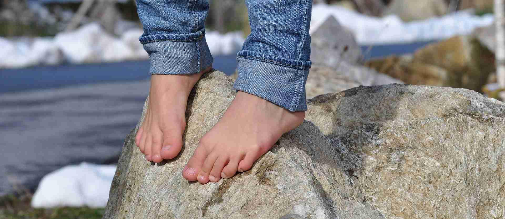 barefoot-504140_1920